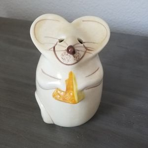 Vintage smiling Mouse parm grated cheese shaker